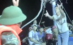 Video: Cứu 6 ngư dân bị chìm tàu trên biển Quảng Bình