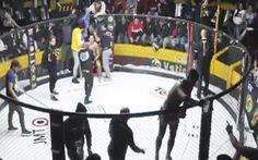 Võ sĩ MMA 'quên mình đang thi đấu', xin bia của CĐV uống ngon lành
