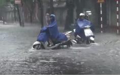 Mưa lớn, dông lốc khiến hàng loạt tuyến đường ở Nghệ An ngập nặng