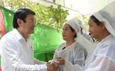 Nguyên Chủ tịch nước Trương Tấn Sang và lãnh đạo TP.HCM viếng ông Nguyễn Hữu Hạnh