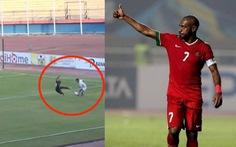 'Kinh dị' với pha bay người kiểu... kungfu 'triệt hạ' đối thủ của cầu thủ lão tướng Indonesia