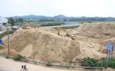 Bãi cát không phép án ngữ cửa ngõ TP Quảng Ngãi