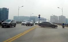 Đề nghị xử lý nghiêm tài xế ôtô quay đầu trái phép trên cầu Vĩnh Tuy