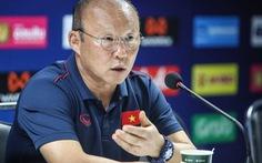 HLV Park Hang Seo bảo vệ phóng viên Việt Nam trước câu hỏi của người Thái