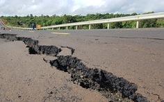 Đường 250 tỉ mới nghiệm thu đã nứt toác như bị động đất