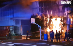 Video: Xuyên đêm chữa cháy ở nhà máy sản xuất mút xốp
