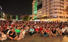 Next Media cho phát trận Việt Nam - Thái Lan tại phố đi bộ nếu không xen quảng cáo