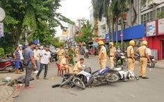 Xe hơi mất lái tông liên hoàn 4 xe máy, nhiều người bị thương