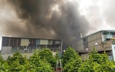 Xưởng đúc tượng ở Thủ Đức cháy dữ dội, cháy lan xưởng vải, xưởng gỗ