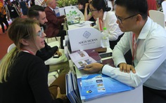 Nhộn nhịp khách quốc tế tìm tour du lịch Việt Nam