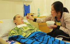 Suất học bổng 'Tiếp sức đến trường' trong phòng hồi sức tích cực