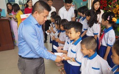 Công ty tài chính HD SAISON trao học bổng mừng năm học mới