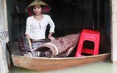 Dân vùng lũ Hà Tĩnh co ro chờ nước rút từng giờ