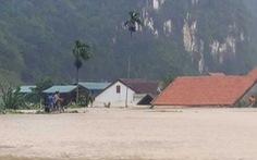 Cả xã chìm trong nước lũ, 600 nhà dân ngập đến nóc