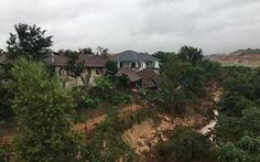 Nhà xây không phép lấn lòng suối... đổ sập
