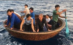Chia nhau nửa lít nước, 41 ngư dân sống sót sau 39 giờ trôi trên biển
