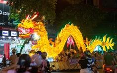 Đèn trung thu 'siêu to khổng lồ' tràn ngập đường phố Tuyên Quang