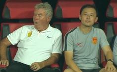 Báo Sina: 'Hiddink ngáp dài, Sun Jihai bất lực, U22 Trung Quốc bại trận trước Việt Nam'
