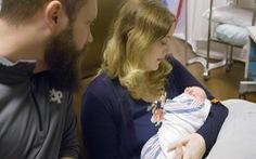 Em bé thứ hai ra đời nhờ tử cung hiến của người chết