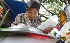 Bà cụ 16 năm bán xôi nuôi 5 con và chồng bại liệt giữa Sài Gòn