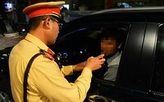 Lái xe sau liên hoan, phó giám đốc bệnh viện bị phạt 35 triệu, tước bằng 23 tháng
