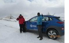 Xe điện của Hyundai leo lên đến đỉnh núi hơn 5.700m