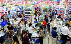 Gần Tết, hàng hóa dồi dào lại còn được giảm giá