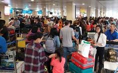 Ga quốc nội Tân Sơn Nhất đông nghẹt như 'bến xe đò'