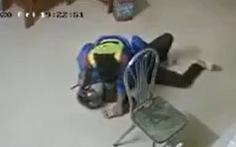 Bị dí dao vào cổ, nhân viên cây xăng vẫn bình tĩnh quật ngã tên cướp