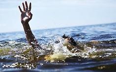Chưa tìm thấy hai học sinh mất tích khi đi tắm biển