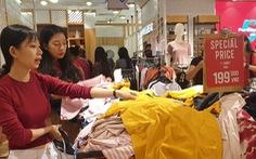 Mới 26, nhiều tiệm ở Sài Gòn bán tháo hàng, đóng cửa nghỉ tết sớm