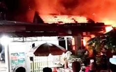 Cháy tiệm tạp hoá rồi lan ra cháy luôn nhà dân ở Quảng Nam