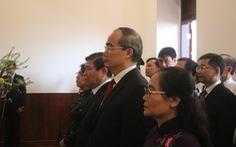 Lãnh đạo TP.HCM dâng hương Chủ tịch Hồ Chí Minh và Chủ tịch Tôn Đức Thắng