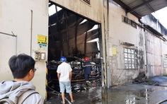 Sau tiếng nổ lớn, lửa bùng cháy ở công ty gỗ rộng hàng ngàn mét vuông