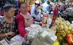 Tăng giá bán, chợ miền Trung giữa Sài Gòn vẫn tấp nập ngày cận tết