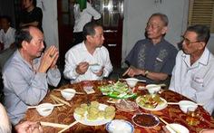 Chủ tịch Thừa Thiên Huế đón, ăn cơm giao thừa với bà con Thượng thành