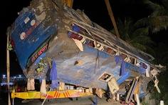 Lật xe khách ở Phú Yên, hàng chục người bị thương