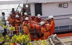Ra khơi cứu thuyền viên Thái Lan gặp nạn ngay mùng 1 tết