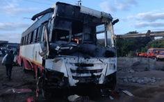 Xe buýt tông xe lam rơi xuống giếng, 26 người chết