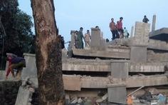 Sập tòa nhà 7 tầng đang xây, 30 người bị kẹt bên trong