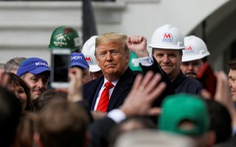 Ông Trump ký hiệp định thương mại khủng, hứa 'tương lai huy hoàng' cho dân Mỹ