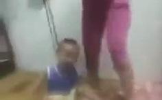 Xác minh video bé trai bị mẹ bạo hành, buộc dây vào cổ