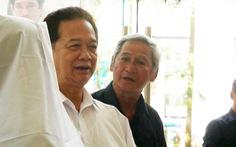 Nguyên Thủ tướng Nguyễn Tấn Dũng và nhiều nghệ sĩ đến chia buồn cùng gia đình Nguyễn Chánh Tín