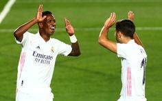 """""""Siêu dự bị' Vinicius tỏa sáng, Real Madrid chật vật vượt ải Valladolid"""
