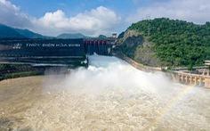 16h ngày 2-10: thủy điện Hòa Bình mở thêm một cửa xả lũ