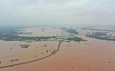 Nhiều làng ở Quảng Trị vẫn ngập trong biển nước