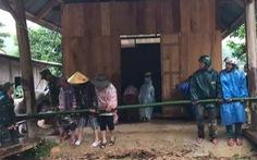 Mưa như trút nước, dân Quảng Nam khiêng nhà ra khỏi vùng sạt lở