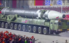 Triều Tiên diễu hành tên lửa, Mỹ nói 'thất vọng'