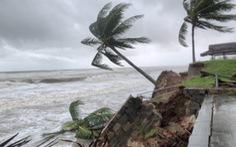 Bờ biển Hội An lại nát tan sau bão
