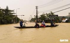 Tạm dừng chạy tàu giữa Hà Nội với Huế do lũ lụt
